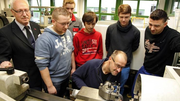 Bei der Berufsorientierungswoche der HWK können Schüler in verschiedene Berufe reinschnuppern. Foto: Klaus Lindemann