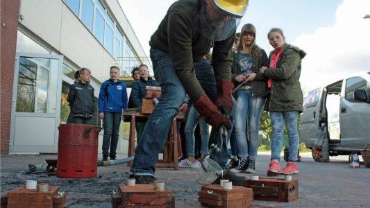 02-metallgiessen-alexanderschule18_201605081602_full